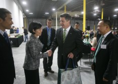 Former Pennsylvania Lt. Governor Jim Cawley (right) greating Fuling Plastic USA founder Guilan Jiang at a May 2014 groundbreaking event.