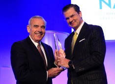 Majestic President and Chairman Edward P. Roski, Jr. (left) and NAIOP Chairman Steven D. Martin. (photo courtesy NAIOP)